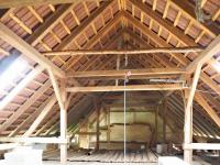 POhled na konstrukci střechy nad vchodem do nemovitosti - Prodej chaty / chalupy 650 m², Blažejov