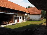 Pohled ze dvora na vejminek a kůlnu - Prodej chaty / chalupy 650 m², Blažejov