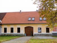 Průčelí domu. (Prodej domu v osobním vlastnictví 325 m², Vodňany)