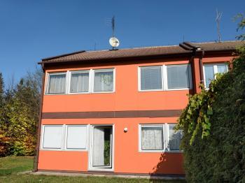 Slunný pohled z jižní strany. - Prodej chaty / chalupy 158 m², Olešná