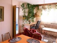 Obývací pokoj se vstupem do ložnice. - Prodej chaty / chalupy 158 m², Olešná
