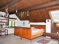 Velký pokoj v 2.NP (nyní ložnice) - Prodej zemědělského objektu 350 m², Černá v Pošumaví