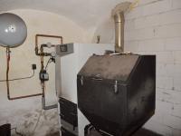 Pohodlné topení se zásobníkem na palivo - Prodej zemědělského objektu 350 m², Černá v Pošumaví