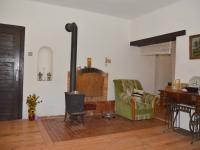 Obytný pokoj v 1. NP - Prodej zemědělského objektu 350 m², Černá v Pošumaví