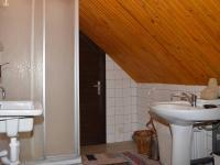 Koupelna v 2. NP - Prodej domu v osobním vlastnictví 230 m², Černá v Pošumaví