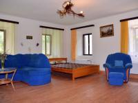 Obytný pokoj v 1. NP - Prodej domu v osobním vlastnictví 230 m², Černá v Pošumaví