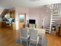 2. obývací pokoj + kuchyně - Prodej bytu 5+kk v osobním vlastnictví 135 m², Znojmo