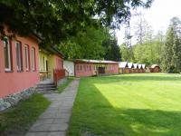 Pohled na apartmány a chatky. - Prodej hotelu 2809 m², Dobronice u Bechyně