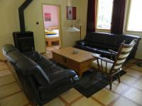 Obývací pokoj v apartmánu. - Prodej hotelu 2809 m², Dobronice u Bechyně