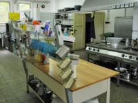 Kuchyně restaurace. - Prodej hotelu 2809 m², Dobronice u Bechyně