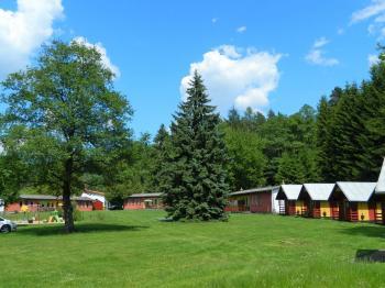 Pohled na kemp od řeky. - Prodej hotelu 2809 m², Dobronice u Bechyně