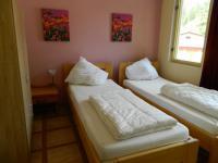 Jedna z ložnic. - Prodej hotelu 2809 m², Dobronice u Bechyně