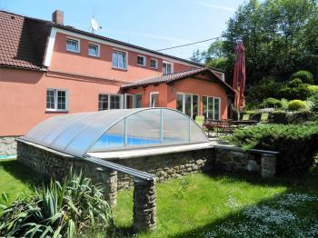 Relaxační zahrada. - Prodej domu v osobním vlastnictví 551 m², Nezdice na Šumavě