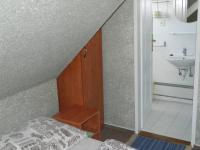 Pokoje jsou vybaveny koupelnou a wc. - Prodej domu v osobním vlastnictví 551 m², Nezdice na Šumavě