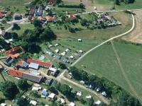 Letecký pohled na statek a bývalý kemp. - Prodej komerčního objektu 84774 m², Hluboká nad Vltavou
