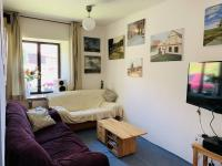 Obytná a relaxační část bytu s malbami majitele. ma - Prodej komerčního objektu 84774 m², Hluboká nad Vltavou