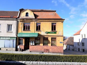 Čelní pohled - Prodej hotelu 1530 m², Jemnice