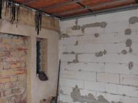 přístavba koupelny (Prodej domu v osobním vlastnictví 150 m², Lom)