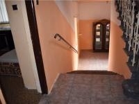 schody do 1.PP (Prodej domu v osobním vlastnictví 240 m², Litvínov)