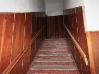 Schody do bytu v II.NP (Prodej komerčního objektu 490 m², Osek)