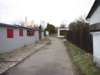 Příjezd k zahradě  - Prodej komerčního objektu 360 m², Lom