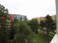 jihovýchodní pohled z kuchyně a pokoje (Prodej bytu 2+1 v družstevním vlastnictví 67 m², Praha 4 - Kamýk)
