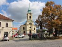 kostel sv. Vojtěcha naproti domu (Prodej bytu 3+1 v osobním vlastnictví 95 m², Příbram)