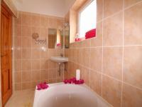 koupelna (Prodej domu v osobním vlastnictví 190 m², Mladá Boleslav)