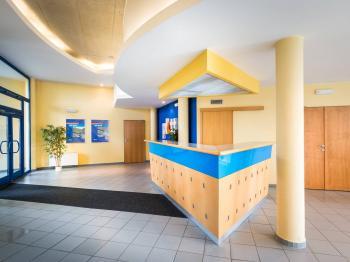 recepce - Prodej komerčního objektu 2000 m², Strančice