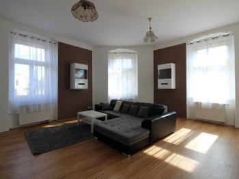 rohový obývací pokoj - Prodej bytu 3+1 v osobním vlastnictví 95 m², Příbram