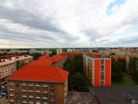 výhled z bytu - Pronájem bytu 2+1 v osobním vlastnictví 64 m², Kladno