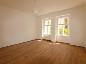 Obývací pokoj - Pronájem bytu 2+1 v osobním vlastnictví 74 m², Praha 6 - Bubeneč