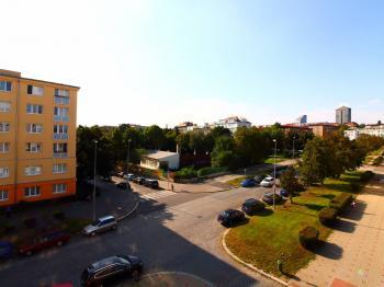 výhled SZ směrem - Prodej bytu 2+1 v osobním vlastnictví 63 m², Praha 10 - Vršovice