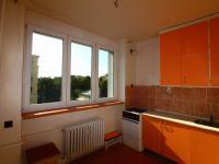 kuchyně od dveří - Prodej bytu 2+1 v osobním vlastnictví 63 m², Praha 10 - Vršovice