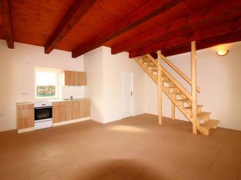 přízemní obytný prostor s kuchyňským koutem - Pronájem bytu 2+kk v osobním vlastnictví 55 m², Stará Lysá