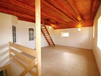 obytná místnost v patře - Pronájem bytu 4+kk v osobním vlastnictví 86 m², Stará Lysá