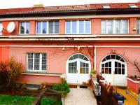 dům ze strany ulice - Prodej domu v osobním vlastnictví 158 m², Praha 10 - Strašnice