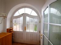 vstupní dveře a zádveří - Prodej domu v osobním vlastnictví 158 m², Praha 10 - Strašnice