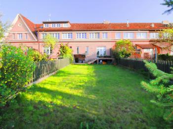dům ze zahrady - Prodej domu v osobním vlastnictví 158 m², Praha 10 - Strašnice