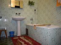 Koupelna 2.NP., prodej rodinného domu, Chropyně (Prodej domu v osobním vlastnictví 291 m², Chropyně)