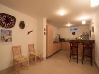 suterén - kuchyňka u bazénu - Prodej domu v osobním vlastnictví 776 m², Líšnice