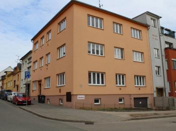 Pohled na dům - Pronájem bytu 2+1 v osobním vlastnictví 51 m², Brno