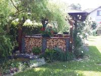 zahrada v létě - Prodej domu v osobním vlastnictví 180 m², Kunovice