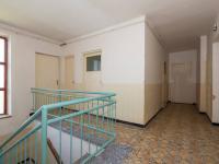 schodiště a chodba 2 NP, dveře na balkon, WC a do komory - Prodej domu v osobním vlastnictví 244 m², Ostrožská Nová Ves