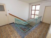 chodba a schodiště 2 NP - Prodej domu v osobním vlastnictví 244 m², Ostrožská Nová Ves