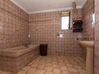 koupelna s WC 1 NP - Prodej domu v osobním vlastnictví 244 m², Ostrožská Nová Ves