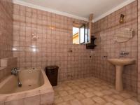 koupelna  WC 1 NP - Prodej domu v osobním vlastnictví 244 m², Ostrožská Nová Ves