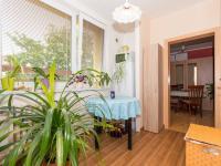 kuchyně a vchod do obývacího pokoje - Prodej bytu 3+1 v družstevním vlastnictví 74 m², Uherské Hradiště