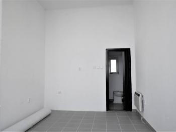 Pronájem obchodního prostoru s výkladním skříní v Řečkovicích - Pronájem obchodních prostor 14 m², Brno