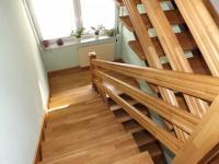 vzdušné schodiště do patra (Prodej domu v osobním vlastnictví 280 m², Petrůvka)